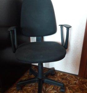 Кресло офисное б/у черное