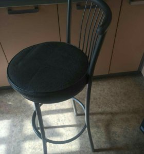 Продаю барные стулья бу