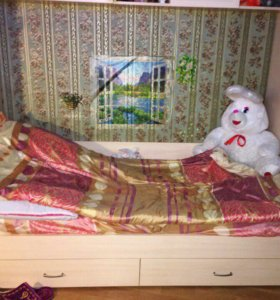 Кровать с мебелью и матрасом
