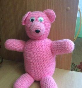 Вязаный розовый мишка