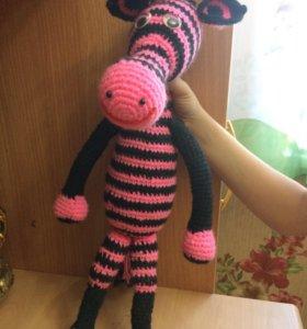 Вязаная розовая зебра