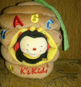 Музыкальная игрушка на кроватку пчелка K's kids