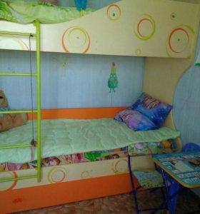 Детская кровать двухъярусная, с матр.возможен торг