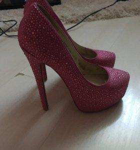 розовые туфли блестящие о стразами новые
