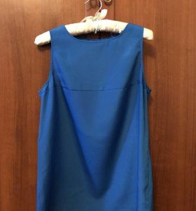 ярко-синяя блузка с вырезом на спине, M