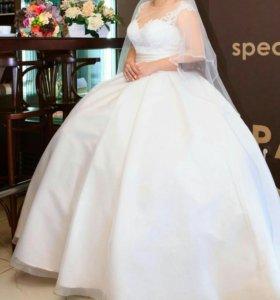 Шикарное свадебное платье с шубкой!