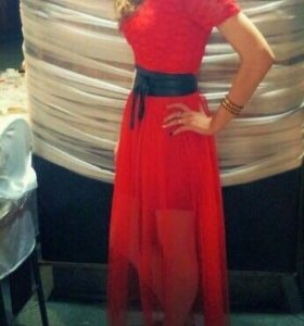 Красное платье с фатиновой юбкой в пол