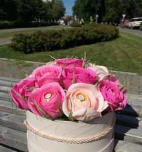 Розы в шляпных коробках Букет из конфет