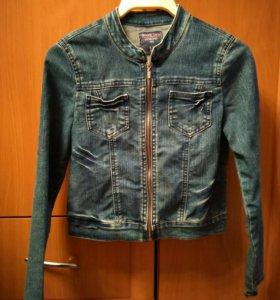 Джинсовая куртка на девочку 8-10 лет