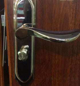 Универсальные ручки на входные двери
