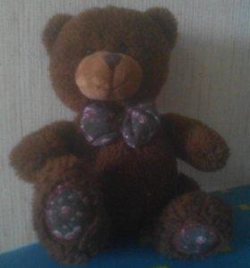 Плюшевый медведь.