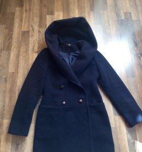 Пальто осеннее с капюшоном