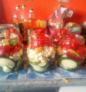Маринованные овощи(смесь),огурцы,помидоры
