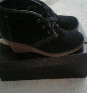 Ботинки замшевые. Размер 37.
