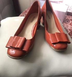 Новые туфли, кожа лак