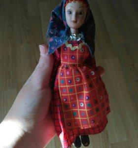 Фарфоровая куколка