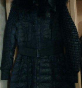 Теплая черная куртка на зиму.