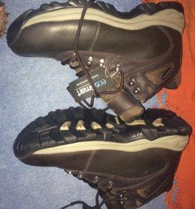 Новые кожаные ботинки на шнуровке с биркой