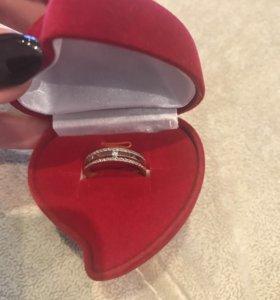 Кольцо с бриллиантами новое