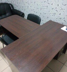 стол руководителя, стулья, шкаф, жалюзи, дверь