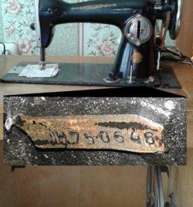 Швейная машинка, тумба + оверлок (самовывоз)