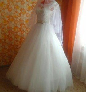 Продаётся свадебное платье, кружевное, цвет айвори