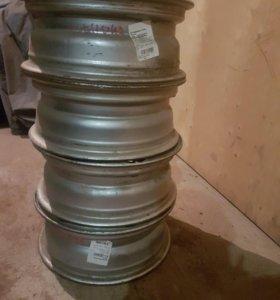 Грузовые безкамерные диски на 16 под 6 гаек.