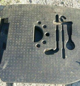 Пластиковый вкладыш в багажник Ниссан примеру