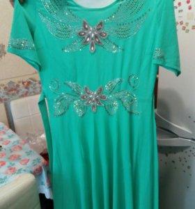 Платья новые продам