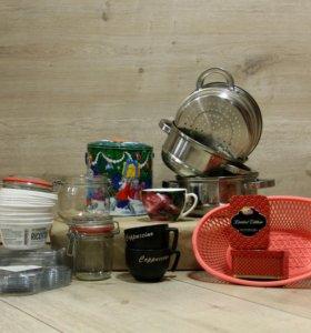 Стеклянные тарелки, стаканы, банки, чашки