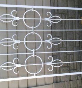 Металлическая решётка на узкое окно