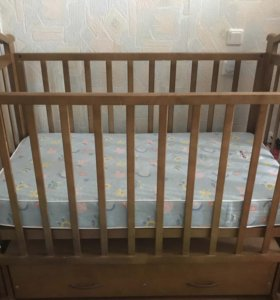 Детская кроватка, дерево, с матрасом
