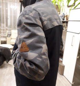 Теплая демисезонная куртка для молодого парня