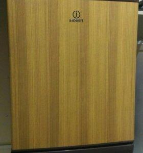 Небольшой холодильничек Индезит Италия выс 80 см