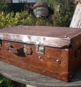 Винтажный чемодан-сундук.