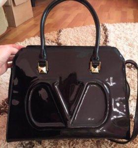 Лаковая сумка Valentino