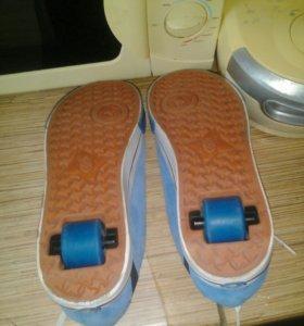 Кроссовки с колесиками для молодежи новые размер39