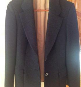 Качественный тёплый пиджак 42-44 р-р.