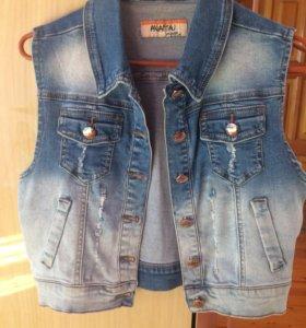 Новая джинсовая жилетка. 42-44 р-р.