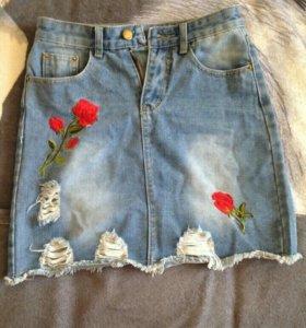 Юбка джинсовая с вышевкой