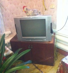 Продаётся телевизор, диван,холодильник,стол кухон