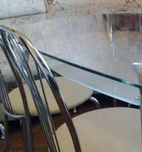 Стеклянный стол с полкой нижней