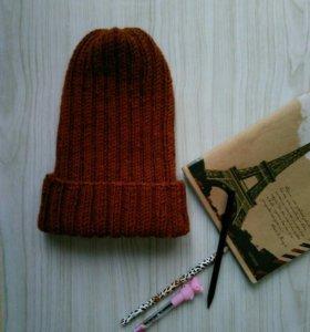 Вязаная шапка, ручная работа.
