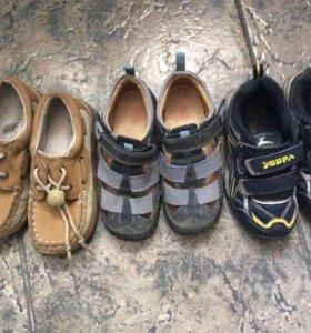 Ботинки, туфли, кроссовки.