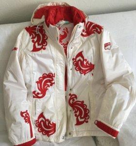 Куртка тёплая, очень красивая.