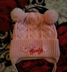 Демисезонная шапочка для малышки