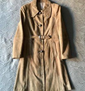 Замшевое пальто-тренч