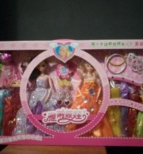 Барби с набором платьев