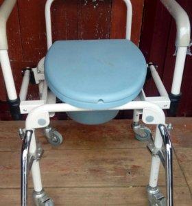 Новый кресло-стул с санитарным оснащением.