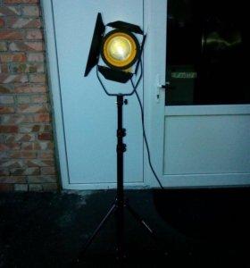 Осветительный прожектор